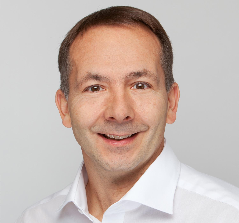 Norbert Faas Zahnarzt Facharzt Kieferchirurgie Gesichtschirurgie Mundchirurgie Schmerztherapie Parodontologie Ultraschalldiagnostik Implantologie
