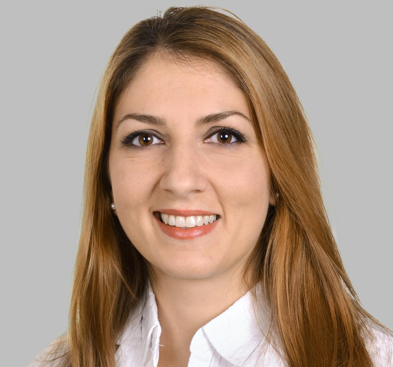 Dr. med. dent. Sükran Sotirovski Türkische Zahnärztin Implantologie Deutsch Englisch Türkisch Französisch